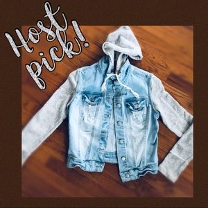 Jackets & Blazers - ☀️HOST PICK☀️jean jacket with cotton sleeves